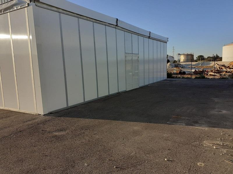 Location tente industrielle avec bardage et double porte