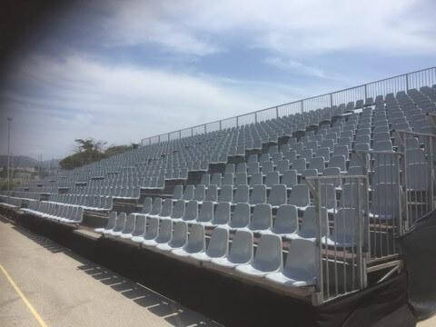 Location et installation de tribunes avec coques en plastique et dossier
