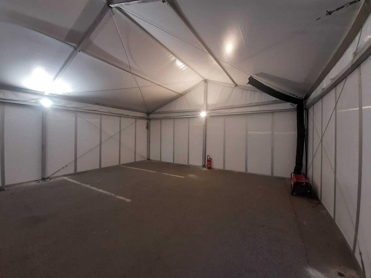Tente de stockage industriel ou commercial avec éclairage et chauffage